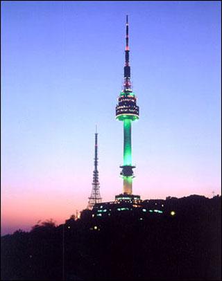 首尔赏月好去处——南山n首尔塔
