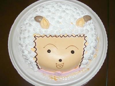 """懒羊羊"""",而某次小编好友生日,竟发现生日蛋糕盒揭开后是一个喜"""