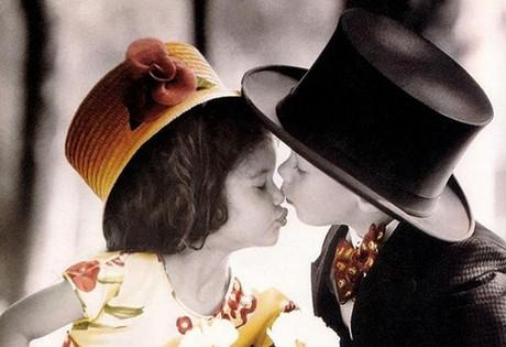 外国小孩接吻可爱图