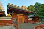 在日本最高学府、国立大学东京大学的本乡地区校区中,每天都有许多学生和研究者在此学习。此外,在广阔的校园内还散在着赤门、安田讲堂、关东大地震前校舍、银杏连排树等许多适合观光的景点。
