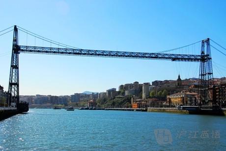 我在桥上看风景,这可不是一座普普通通的桥,它被誉为是工业革命