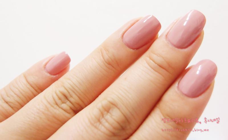 巧克力色指甲油 / 粉红色指甲油