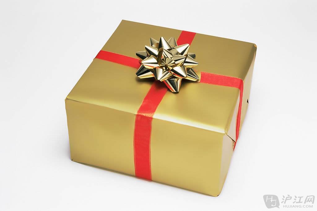 你小心地打开你的圣诞礼物, 因为你要留着包装纸再用.