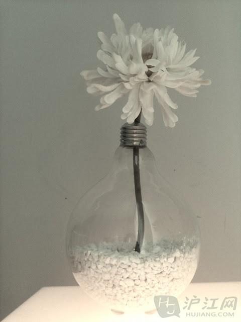 生活中可以巧利用的材料很多呢,    我一向用易拉罐啊玻璃瓶什么的